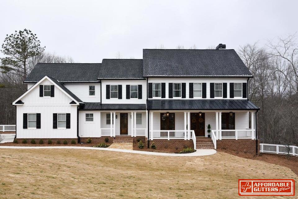 Beau Home With Metal Porch Roof